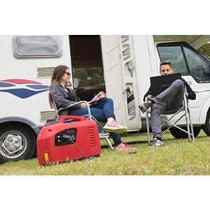 groupe électrogène camping-car rouge avec deux personnes