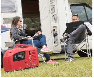 MF1300i avec un camping-car et deux personnes